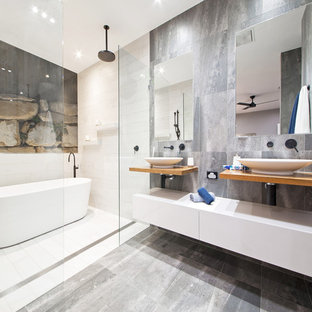 This is an example of a contemporary bathroom in Brisbane.