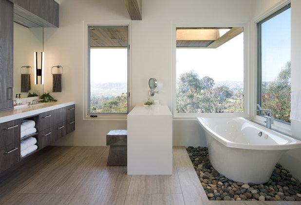 コンテンポラリー 浴室 by Inplace Studio