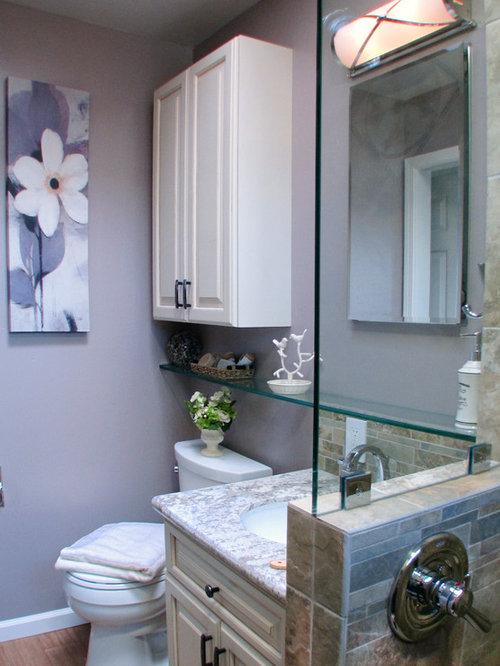 Stanza da bagno con piastrelle in pietra e pareti viola foto idee arredamento - Piastrelle viola bagno ...