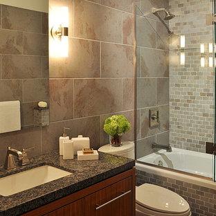Modernes Badezimmer mit Granit-Waschbecken/Waschtisch in Vancouver