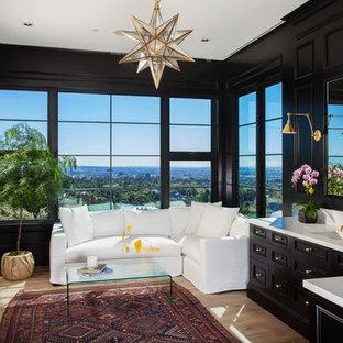 Foto di una stanza da bagno padronale chic con consolle stile comò, ante nere, pareti nere, lavabo sottopiano e pavimento in legno massello medio