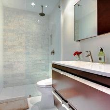Modern Bathroom by Supreme Scene
