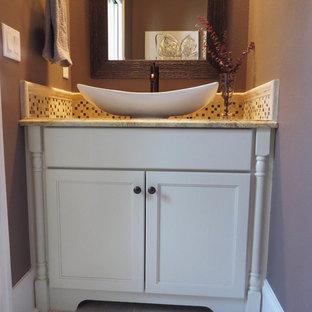 Kleines Country Duschbad mit Schrankfronten im Shaker-Stil, weißen Schränken, Toilette mit Aufsatzspülkasten, farbigen Fliesen, Keramikfliesen, lila Wandfarbe, Keramikboden, Aufsatzwaschbecken und Granit-Waschbecken/Waschtisch in Atlanta