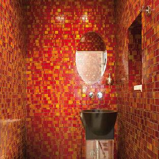 Foto de cuarto de baño moderno, pequeño, con lavabo con pedestal, baldosas y/o azulejos rojos, baldosas y/o azulejos de vidrio y suelo con mosaicos de baldosas