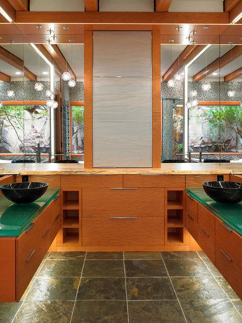 badezimmer mit glaswaschbecken glaswaschtisch und schieferboden ideen design bilder houzz. Black Bedroom Furniture Sets. Home Design Ideas
