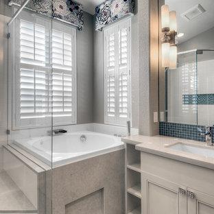 Esempio di una stanza da bagno padronale classica di medie dimensioni con ante con riquadro incassato, ante beige, vasca giapponese, doccia ad angolo, piastrelle di vetro, pareti beige, pavimento con piastrelle in ceramica, lavabo sottopiano e top in quarzite