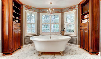Refined Elegance in an Expansive Master Bath