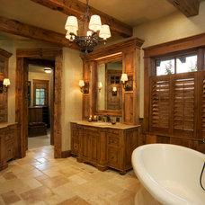 Rustic Bathroom by TKP Architects