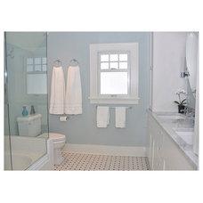 Craftsman Bathroom by MRF Construction, Inc.