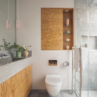 На фото: ванные комнаты в современном стиле с плоскими фасадами, коричневыми фасадами, душем в нише, инсталляцией, серой плиткой, плиткой кабанчик, белыми стенами, душевой кабиной, монолитной раковиной, столешницей из бетона, серым полом и серой столешницей