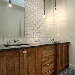 Immagine di una stanza da bagno per bambini chic di medie dimensioni con ante in stile shaker, ante in legno scuro, piastrelle bianche, piastrelle diamantate, pareti grigie, pavimento con piastrelle a mosaico, lavabo sottopiano, top in superficie solida e pavimento blu