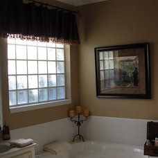 Traditional Bathroom by Kitty Raulston-Thomas Interior Designs