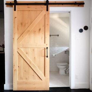 На фото: ванные комнаты в стиле лофт с желтой плиткой, керамической плиткой, полом из керамической плитки и белым полом