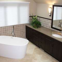 contemporary bathroom by Makatura Construction, Inc.