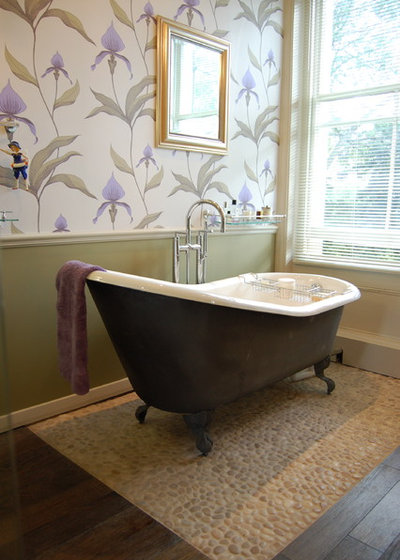 Victorian Bathroom by Slightly Quirky Ltd