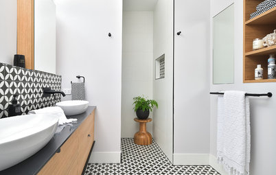 10 Scintillating Ways to Brighten Low-Light Bathrooms