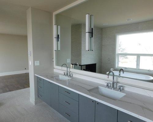 simple imagen de cuarto de bao principal minimalista de tamao medio con armarios con with azulejos - Azulejos Cuarto De Bao