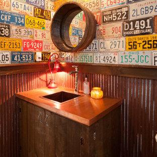 Стильный дизайн: большая ванная комната в стиле современная классика с накладной раковиной, искусственно-состаренными фасадами, столешницей из меди и душевой кабиной - последний тренд