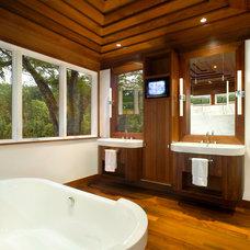 Contemporary Bathroom by Miró Rivera Architects