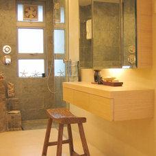 Tropical Bathroom by Clifton Leung Design Workshop - CLDW.com.hk