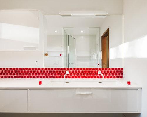 Bagno con piastrelle rosse e pareti gialle foto idee - Piastrelle bagno rosse ...