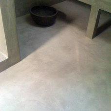 Modern Bathroom by Vera Decorative Concrete