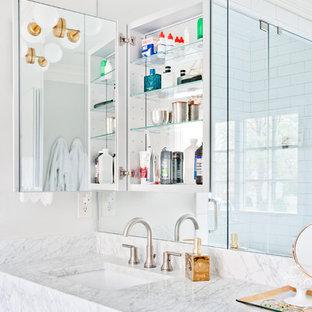 Удачное сочетание для дизайна помещения: главная ванная комната среднего размера в современном стиле с плоскими фасадами, серыми фасадами, отдельно стоящей ванной, душем в нише, белой плиткой, плиткой кабанчик, серыми стенами, мраморным полом, врезной раковиной, мраморной столешницей, разноцветным полом, душем с распашными дверями и разноцветной столешницей - самое интересное для вас