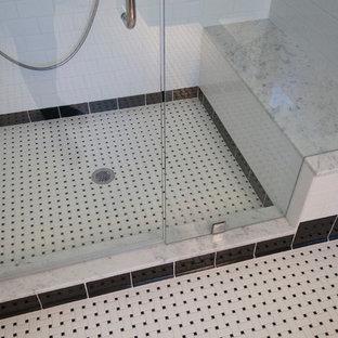 Exemple d'une salle de bain craftsman.