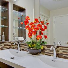 Modern Bathroom by MODERN RENOVATIONS