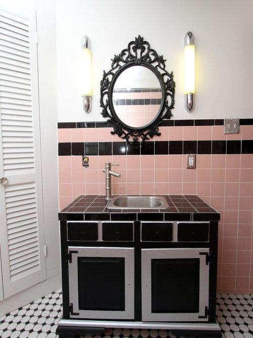 kleine badezimmer mit gefliestem waschtisch design ideen. Black Bedroom Furniture Sets. Home Design Ideas