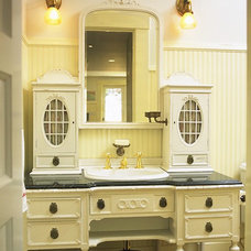 Traditional Bathroom by Mahoney Architects & Interiors
