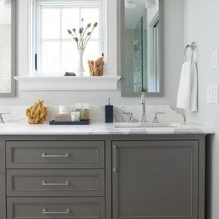 На фото: ванная комната в морском стиле с мраморной столешницей, серыми фасадами, фасадами в стиле шейкер, серыми стенами и накладной раковиной с