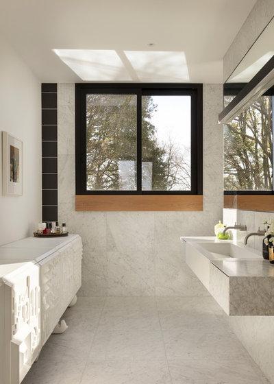 Contemporary Bathroom by PRau - Phil Redmond Architecture & Urbanism