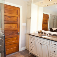 Rustic Bathroom by Stoney Lake Homes & Cottages