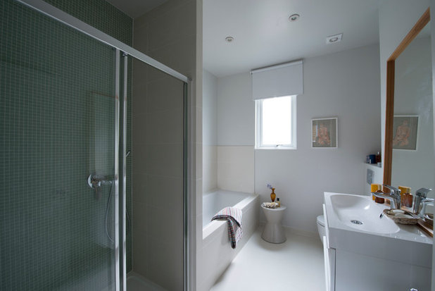 Contemporary Bathroom by colacoandgraham