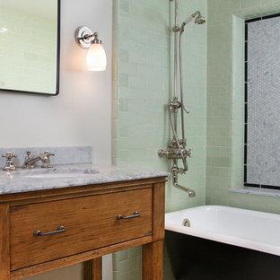 Esempio di una stanza da bagno classica con lavabo sottopiano, ante in legno scuro, vasca con piedi a zampa di leone, vasca/doccia, piastrelle verdi, piastrelle diamantate, ante lisce e top grigio