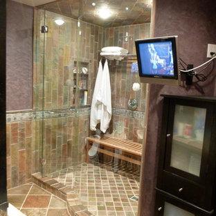 Idee per una stanza da bagno padronale design di medie dimensioni con ante di vetro, ante nere, top in cemento, piastrelle multicolore e piastrelle in pietra