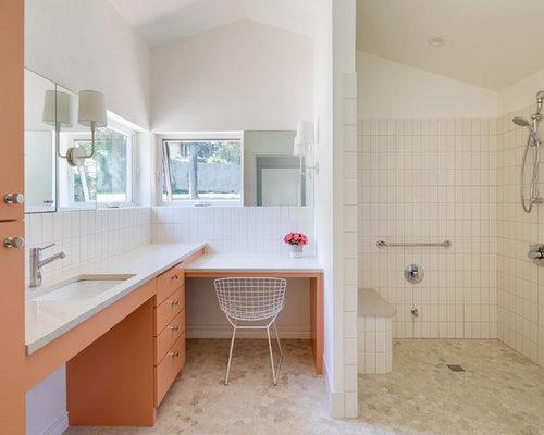 Sala Da Bagno Moderna : Stanza da bagno moderna con ante arancioni foto idee arredamento