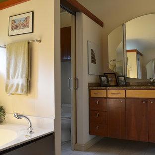 Inspiration for a retro bathroom in Dallas.