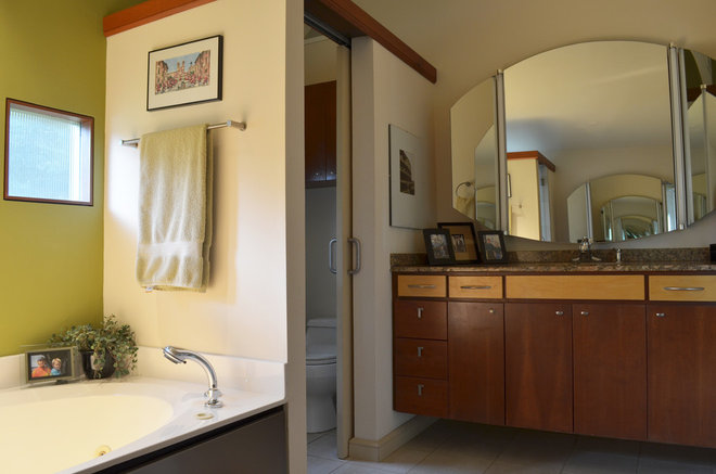 midcentury bathroom by Sarah Greenman
