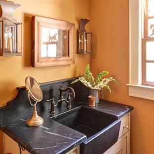 アトランタの小さいトラディショナルスタイルのおしゃれなバスルーム (浴槽なし) (インセット扉のキャビネット、ベージュのキャビネット、ソープストーンの洗面台、アルコーブ型シャワー、分離型トイレ、オレンジの壁) の写真