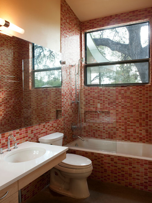 Bathroom design ideas renovations photos with light for Pink and orange bathroom ideas