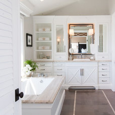 Beach Style Bathroom by Jodi Fleming / Fleming Distinctive Homes