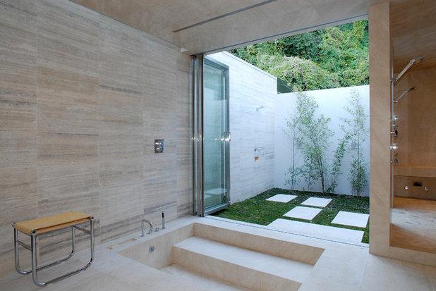Modern Bathroom by Tocha Project