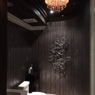 Ispirazione per un'ampia stanza da bagno con doccia eclettica con lavabo a colonna, ante in legno bruno, piastrelle marroni, piastrelle in gres porcellanato, pareti marroni e pavimento in gres porcellanato