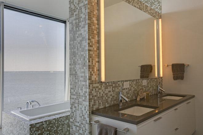 Modern Bathroom by Ziger/Snead Architects
