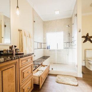 Salle de bain avec sol en stratifié Charleston : Photos et ...