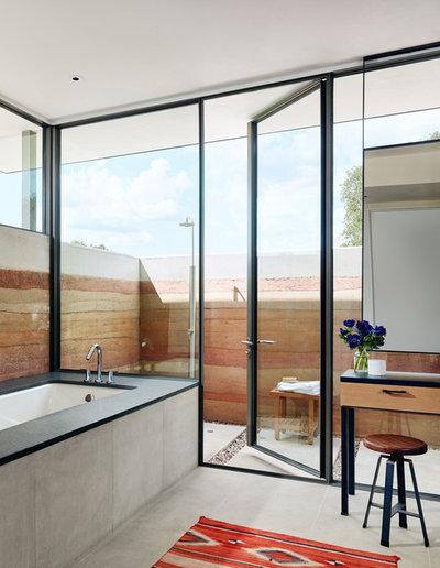 サウスウェスタン 浴室 by Jobe Corral Architects