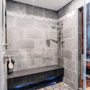 Ejemplo de cuarto de baño principal, rural, grande, con armarios estilo shaker, puertas de armario de madera clara, ducha abierta, sanitario de una pieza, baldosas y/o azulejos grises, baldosas y/o azulejos de cemento, paredes grises, suelo de azulejos de cemento, lavabo bajoencimera, encimera de granito, suelo gris, ducha con puerta corredera y bañera con patas