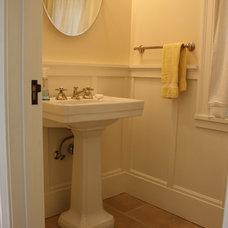 Traditional Bathroom by robert kelly